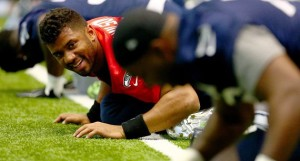 reaction of teammates to Russel Wilson contract